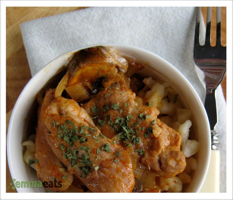 Paprikas Csirke Gombaval - Chicken Paprikash w Mushrooms