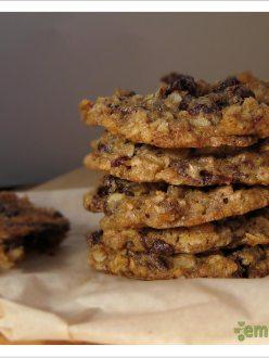 Chewy Dark Chocolate Cherry Oatmeal Cookies